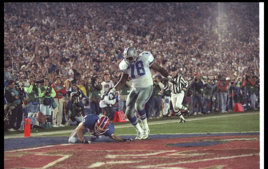 Don Beebe forces a fumble on defensive tackle Leon Lett of the Dallas Cowboys during Super Bowl XXVII. (News file photo)