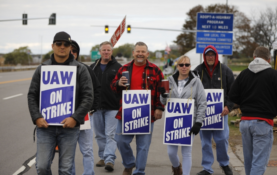 UAW members picket Monday in front of the GM Tonawanda engine plant. (Derek Gee/Buffalo News)