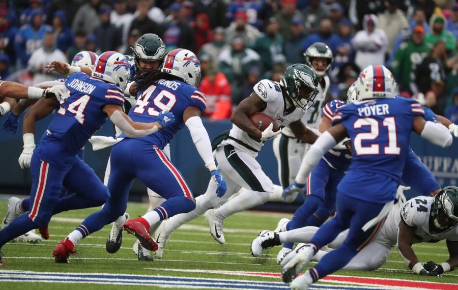 Eagles running back Miles Sanders beats the Bills for a 65-yard touchdown run in the third quarter (James P. McCoy/Buffalo News)