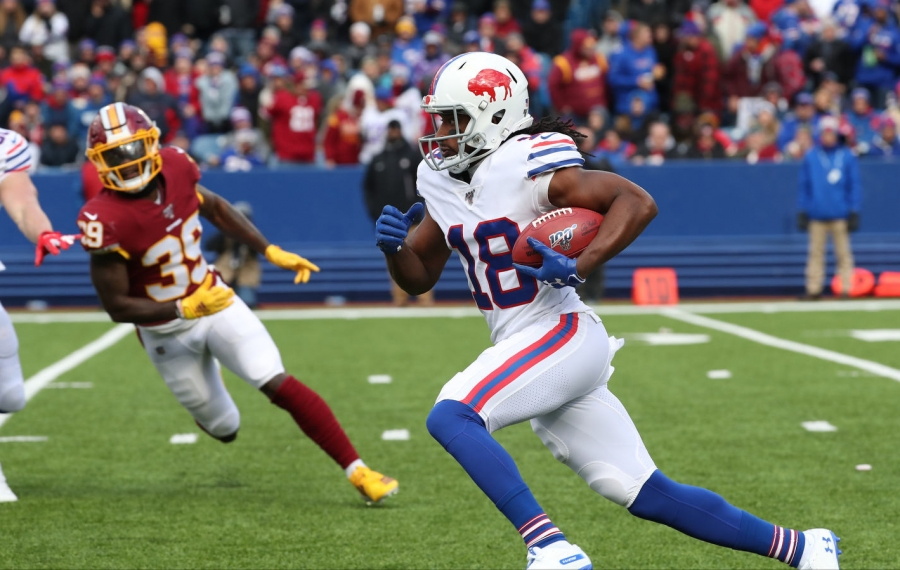 Andre Roberts breaks a long kickoff return against Redskins' Jeremy Reaves. (James P. McCoy/Buffalo News)