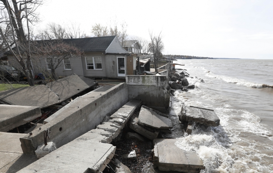 A breakwall between two homes on Midshore Drive belonging to the Town of Hamburg collapsed during last Thursday's storm. (Sharon Cantillon/Buffalo News)