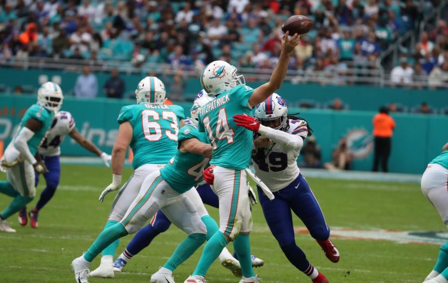 Tremaine Edmunds pressures Dolphins quarterback Ryan Fitzpatrick in the third quarter. (James P. McCoy/Buffalo News)