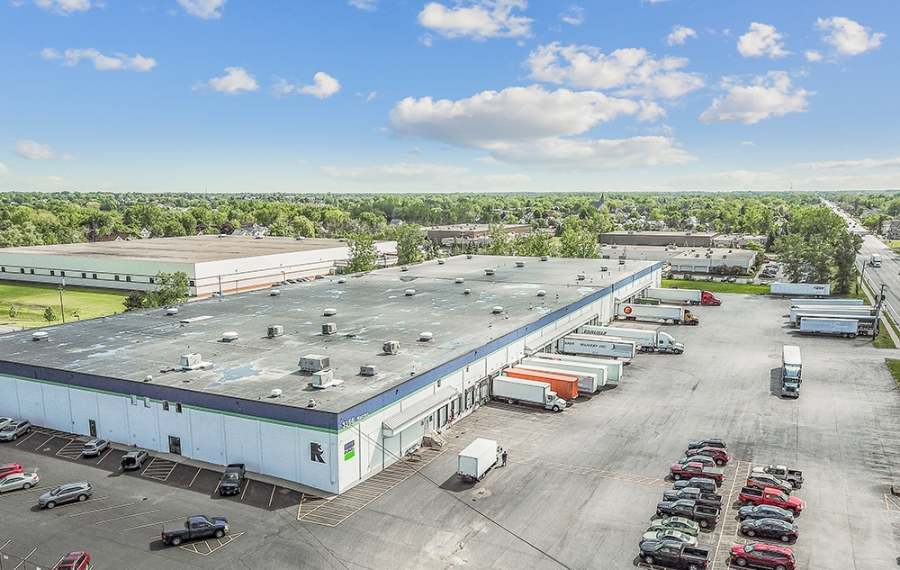 This large industrial warehouse and distribution center was acquired for $8.3 million. (Provided by Jones Lang LaSalle)