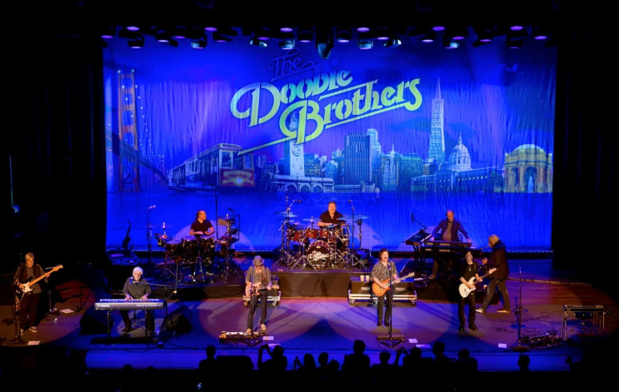 Michael McDonald, on keyboard at left, joined the Doobie Brothers at the Ryman Theater on Nov. 18, 2019, in Nashville, Tenn. (Getty Images)