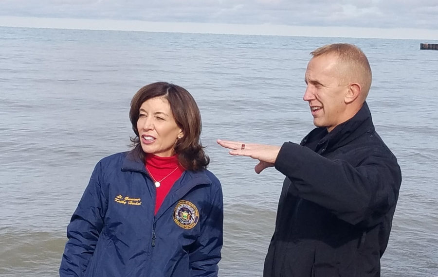 Lake Ontario homeowner confronts Hochul at news conference about IJC