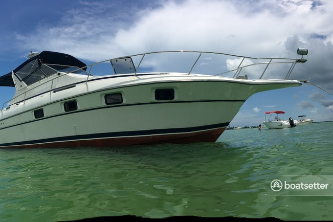 Rent A 1990 36 Ft Cruisers Yachts Esprit 3670 Express In Palmetto Fl On Boatsetter