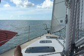 40 ft. Hunter Hunter 40.5 Cruiser Boat Rental West Palm Beach  Image 8