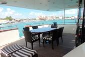 100 ft. Azimut 100 Motor Yacht Boat Rental Cancún Image 2