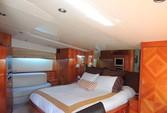 100 ft. Azimut 100 Motor Yacht Boat Rental Cancún Image 4