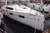33 ft. Beneteau Oceanis 35 Sloop Boat Rental Barcelona Image 8
