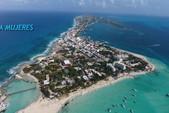 35 ft. Bayliner Element Bow Rider Boat Rental Cancún Image 13