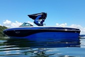 23 ft. Centurion ri237 Ski And Wakeboard Boat Rental Sacramento Image 1