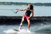 21 ft. Tahoe by Tracker Marine Q7i Sport Fish w/Trailer Fish And Ski Boat Rental Dallas-Fort Worth Image 3