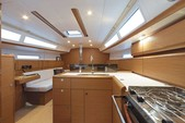 38 ft. Jeanneau Sailboats 389 Classic Boat Rental Tampa Image 6