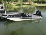 19 ft. Lowe Boats 195 Stinger DC Mercury  Bass Boat Boat Rental Dallas-Fort Worth Image 4