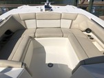 29 ft. World Cat Boats 295DC Dual Console w/2-250HP Dual Console Boat Rental Tampa Image 3