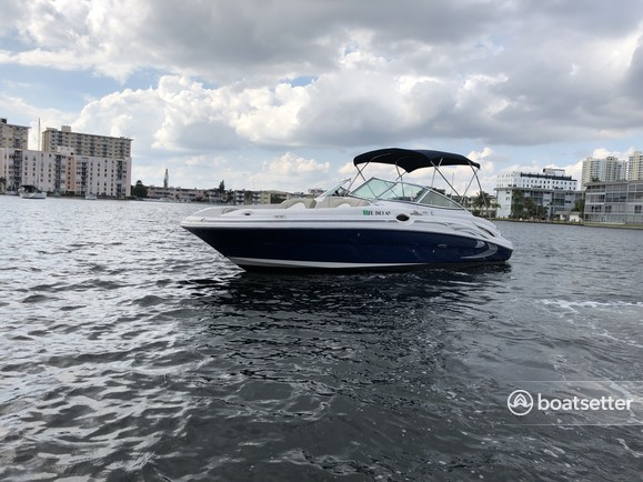 Rent a 2005 27 ft  Sea Ray Boats 270 Sundeck in Hallandale Beach, FL on  Boatsetter