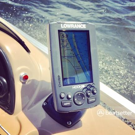 Sun Tracker by Tracker Marine Party Barge 18 DLX w/60ELPT 4-S