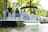 24 ft. Sun Chaser 2300 Pontoon Boat Rental Washington DC Image 1