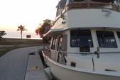 40 ft. Mainship 400 Trawler Trawler Boat Rental New York Image 5