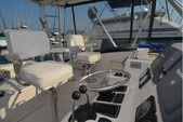 30 ft. Pursuit 3000 Offshore Fish And Ski Boat Rental New York Image 4