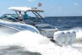 35 ft. Formula by Thunderbird F-350 Crossover Bowrider Bow Rider Boat Rental West Palm Beach  Image 3