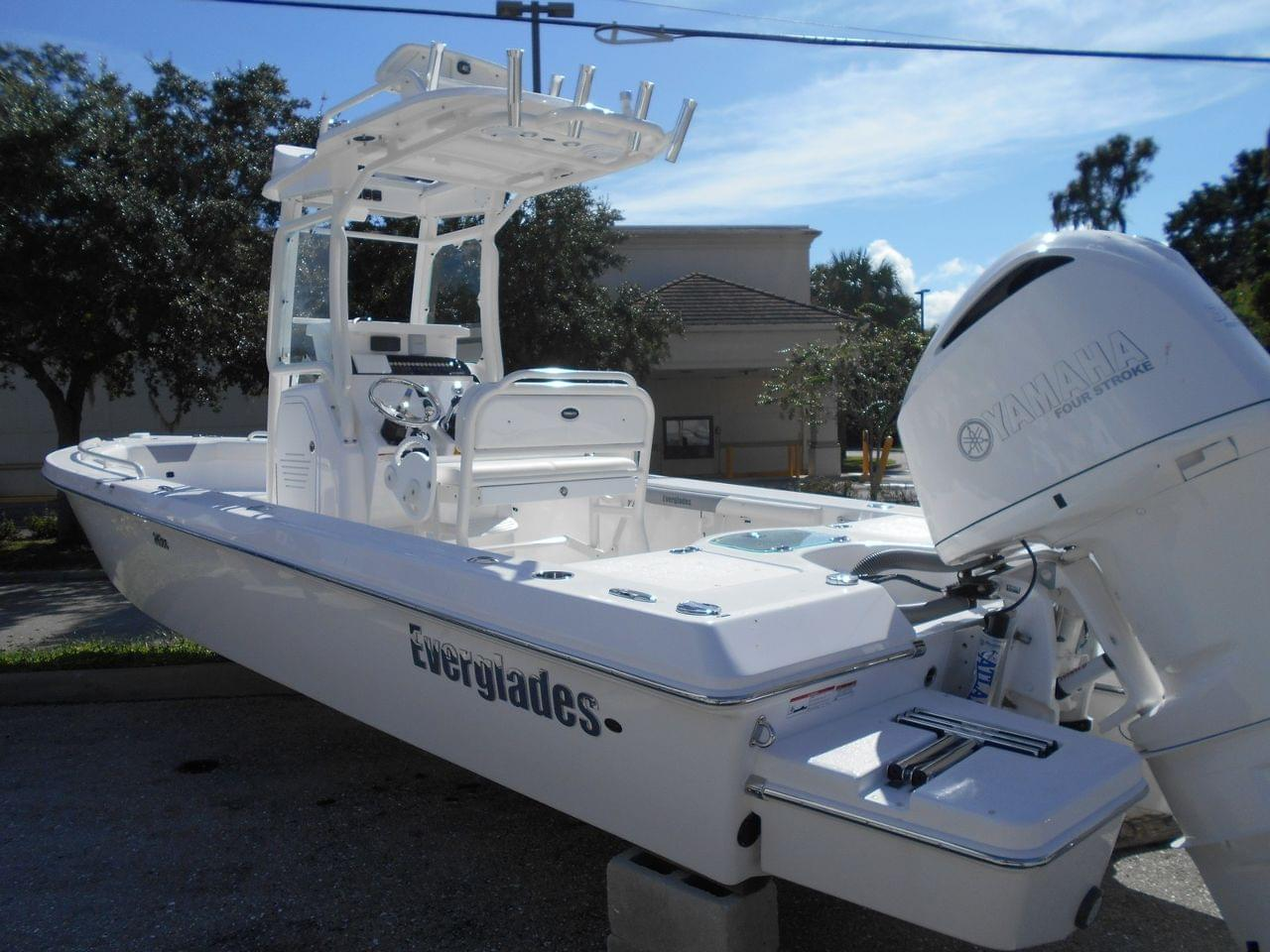 Supra Boats For Sale >> New 2017 Everglades 243 CC, Stock #44314-B1 - The Boat House