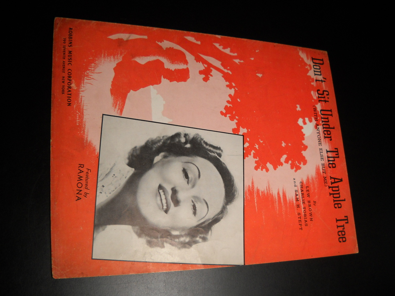 Sheet_music_don_t_sit_under_the_apple_tree_with_anyone_else_but_me_ramona_1942_robbins_01