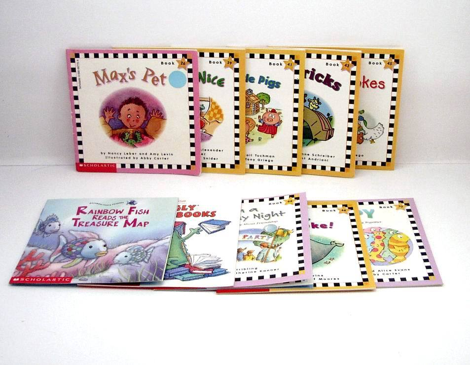 8 Scholastic Phonics Books Learning to Read with Word Lists