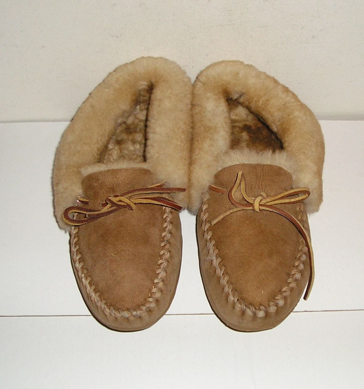Jun 19, · A pair of women's size 7 duck boot moccasins by L.L. Bean. This pair features navy blue rubber bodies with brown leather trim and laces. from rburbeltoddrick.ga