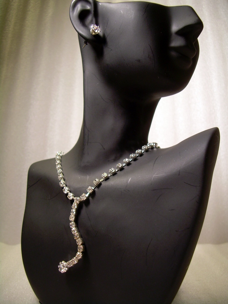 GENUINE AUSTRIAN CRYSTAL JEWELRY SET Silver-tone *NEW* Necklace & Earrings