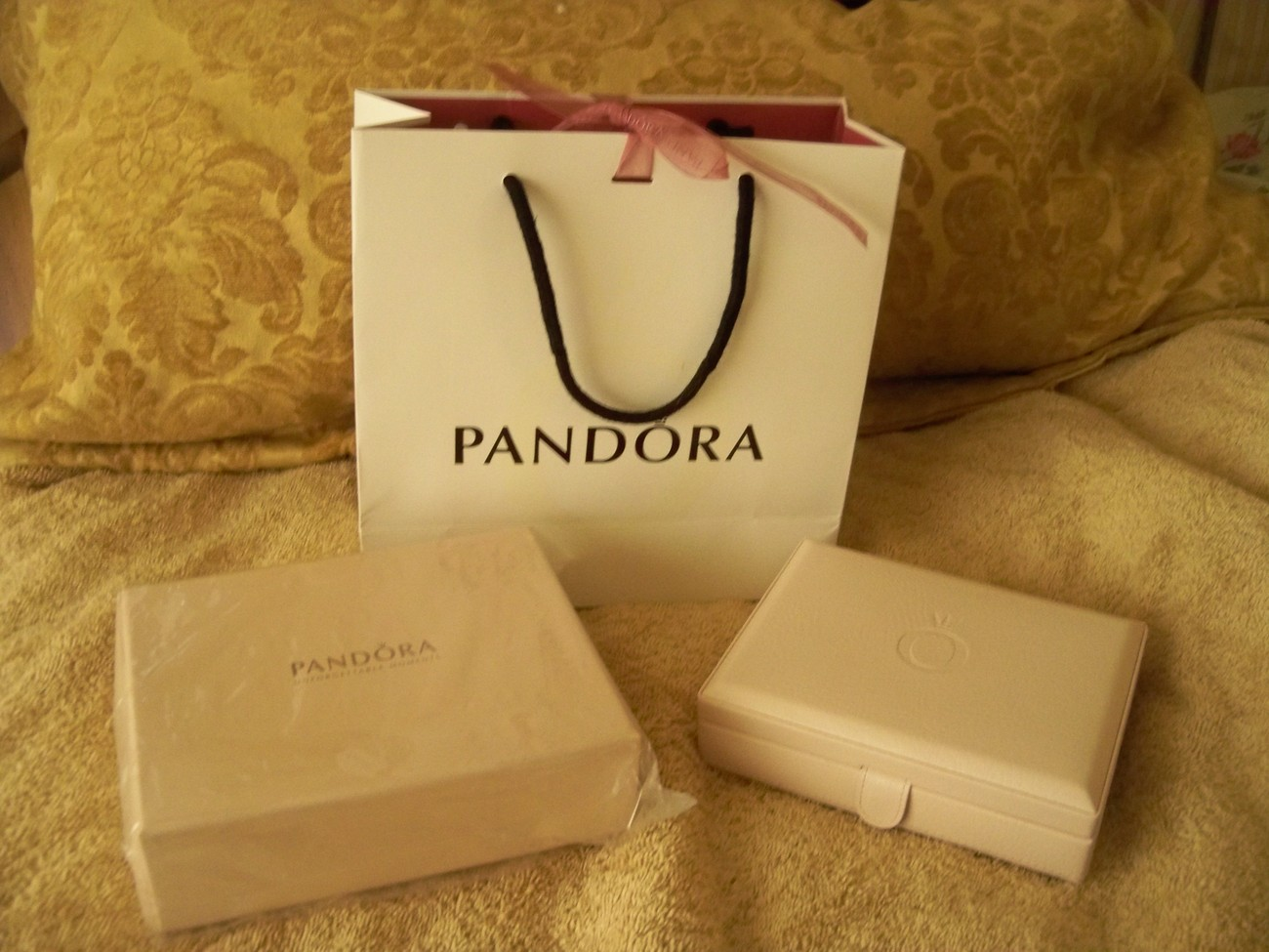 Authentic Pandora Pink Leather Jewelry Box Case Brand New in Box