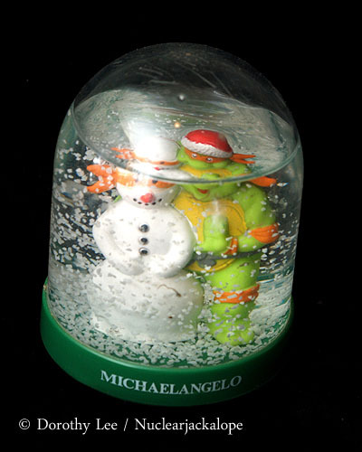 Teenage Mutant Ninja Turtles Snow Globe Michaelangelo