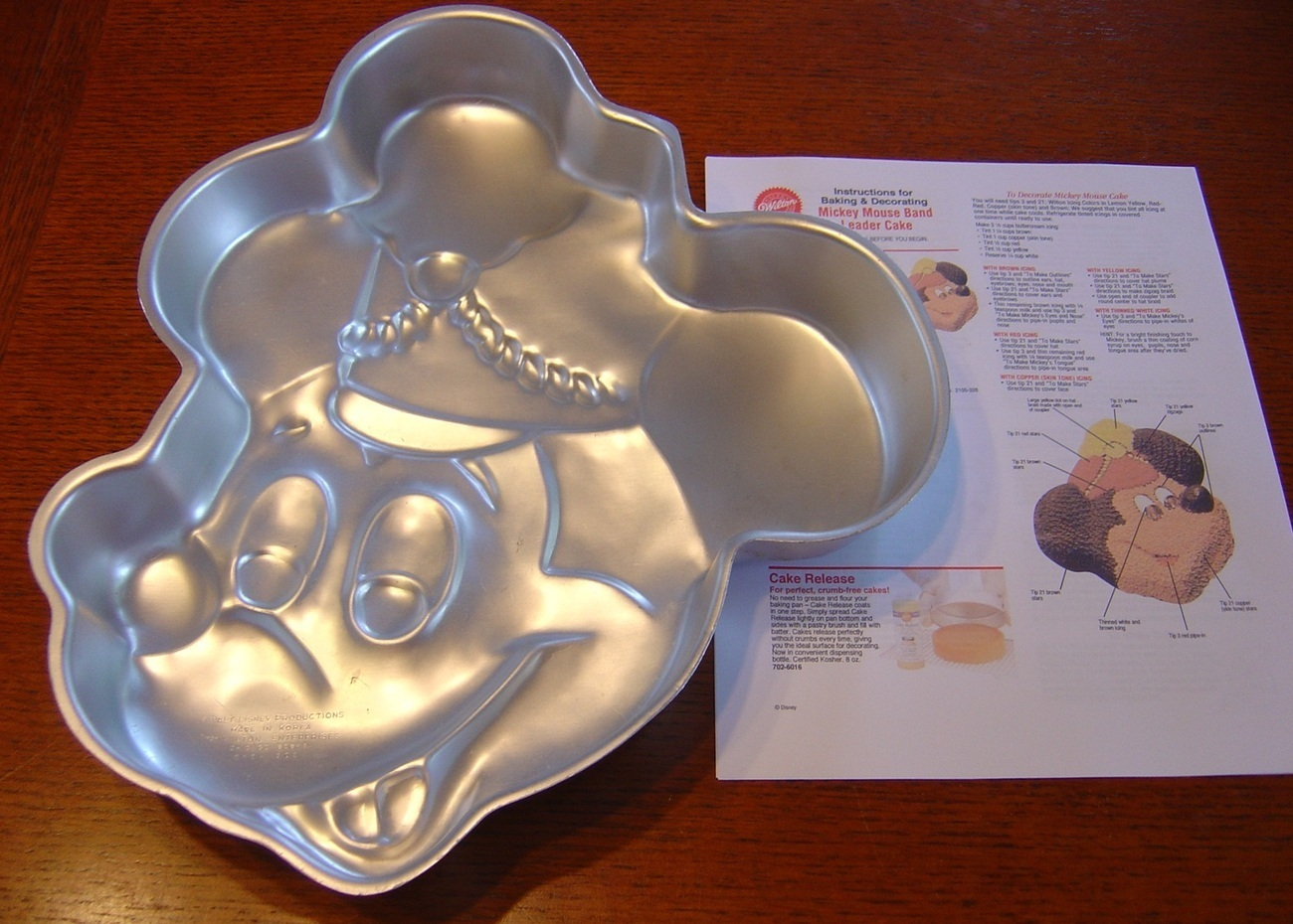 Wilton Cake Pan Disney Mickey Mouse Face Band Leader
