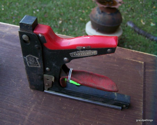 VINTAGE Craftsman STAPLE GUN Hand Tool Heavy Duty Staples .050