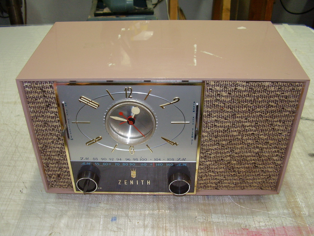 zenith model f728c tube radio vintage parts or repair. Black Bedroom Furniture Sets. Home Design Ideas
