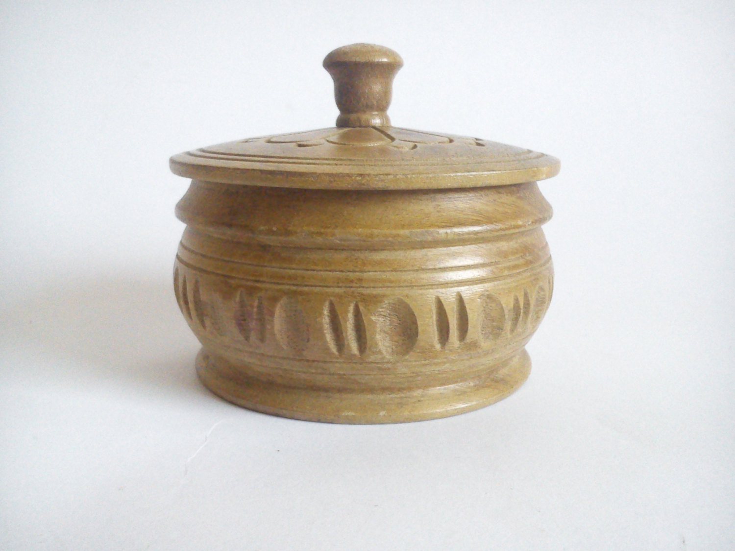 Baskets boxes vintage 1960 39 s wooden hand carved for How to carve a wooden ring