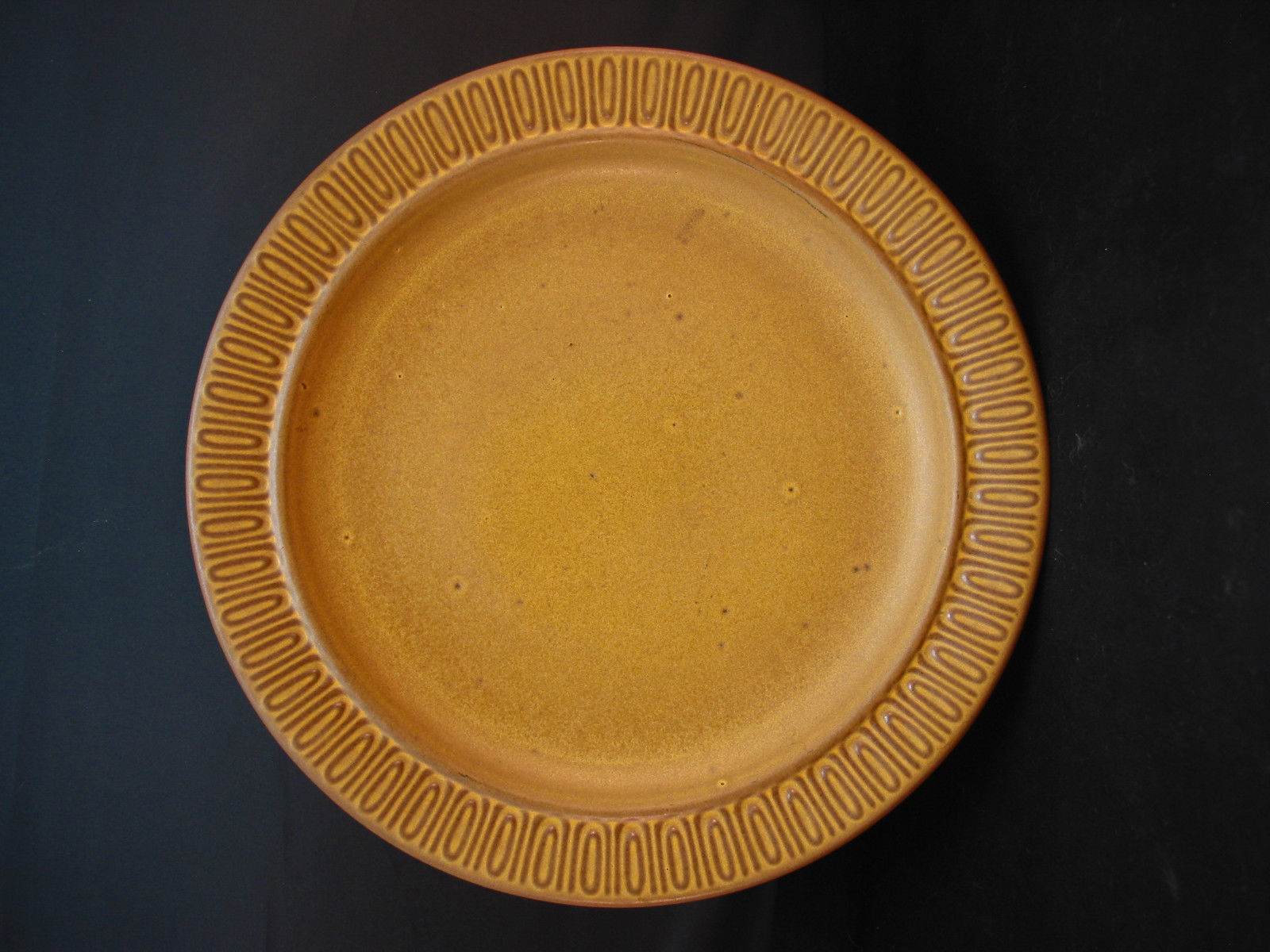 solid gold flecked dinner plate was display only red wing rumrill