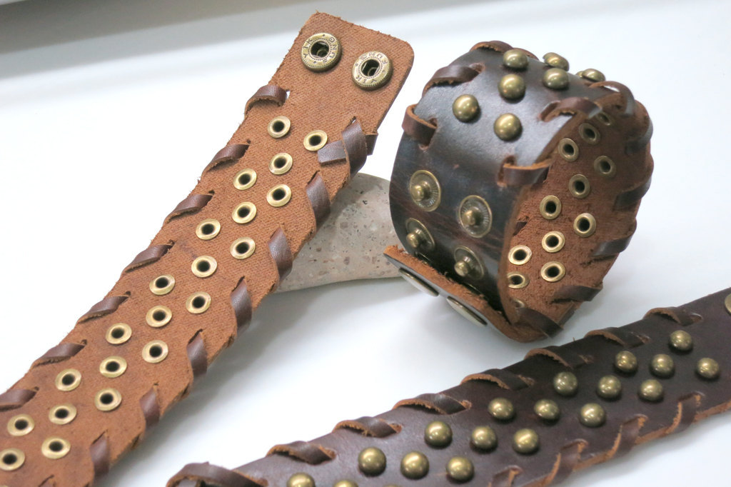 Steampunk unisex brown leather brass metal rivets cuff for Rivets for leather jewelry