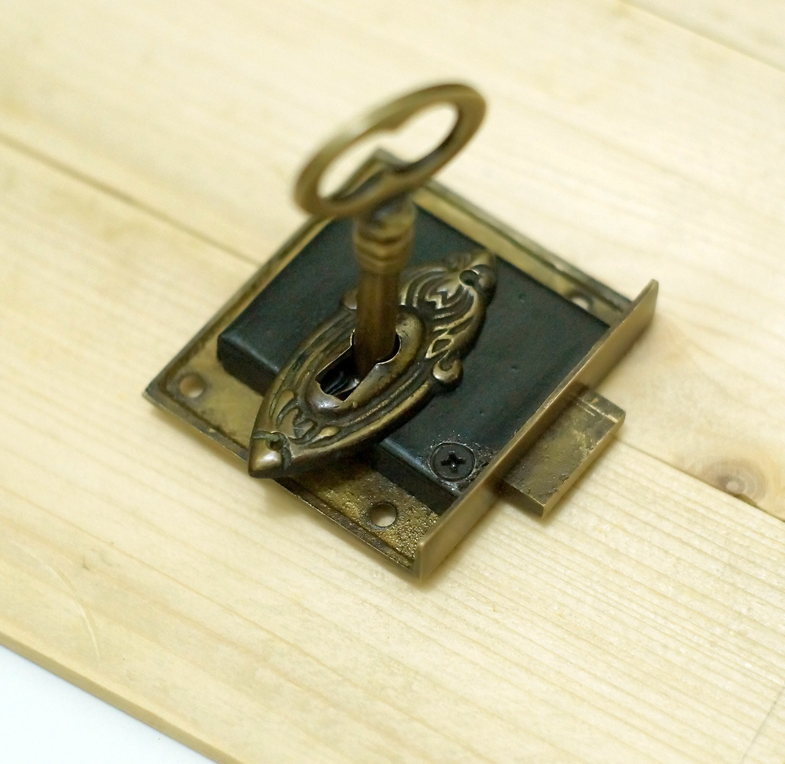 Set vintage classic western key hole plate with antique skeleton key lock locks keys - Antique peephole ...