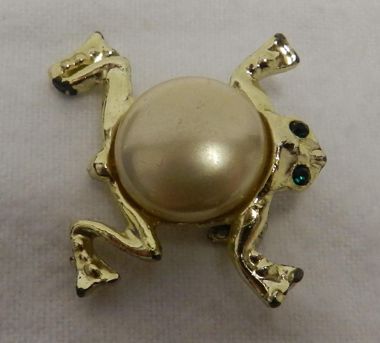 Vintage Pearl Back Emerald Eye Gold Frog Pin Brooch ...