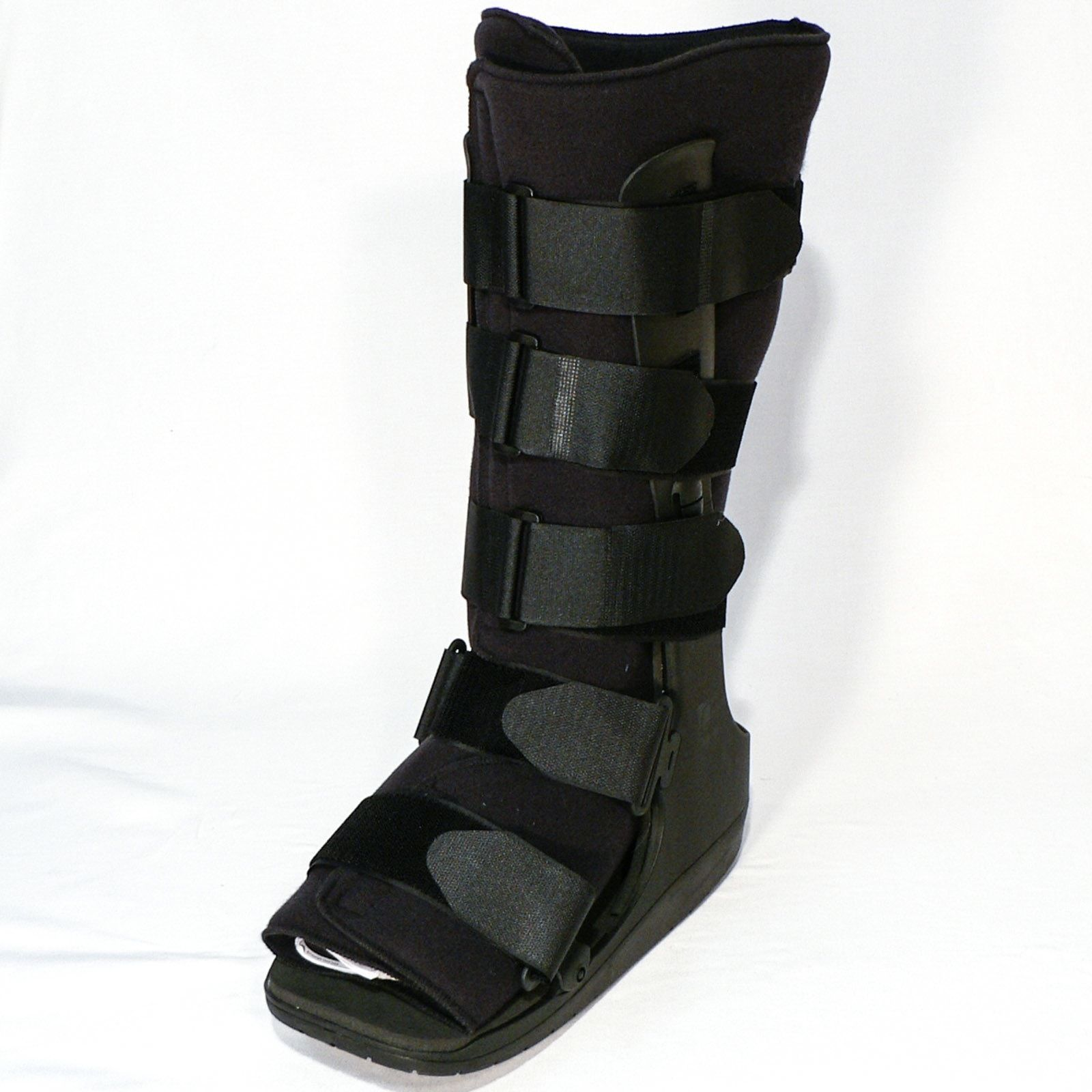 boot top fracture Stress fracture is a fatigue-induced fracture of the bone caused by repeated  stress over time  complete rest and a stirrup leg brace or walking boot are  usually used for a period of four to eight weeks, although periods of rest of twelve  weeks.