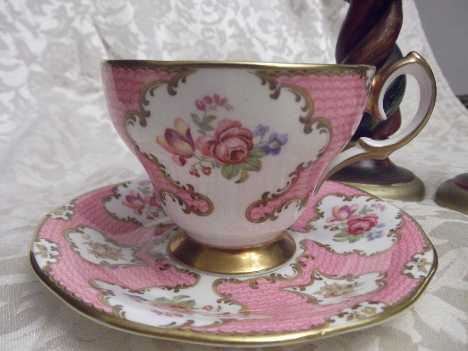queen anne lady eleanor fine bone china tea cup and saucer decorative collectible brands. Black Bedroom Furniture Sets. Home Design Ideas
