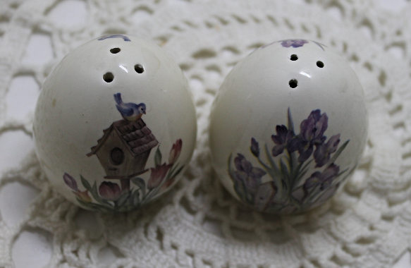 Vintage porcelain egg shaped flower design salt pepper shakers set other - Egg shaped salt and pepper shakers ...