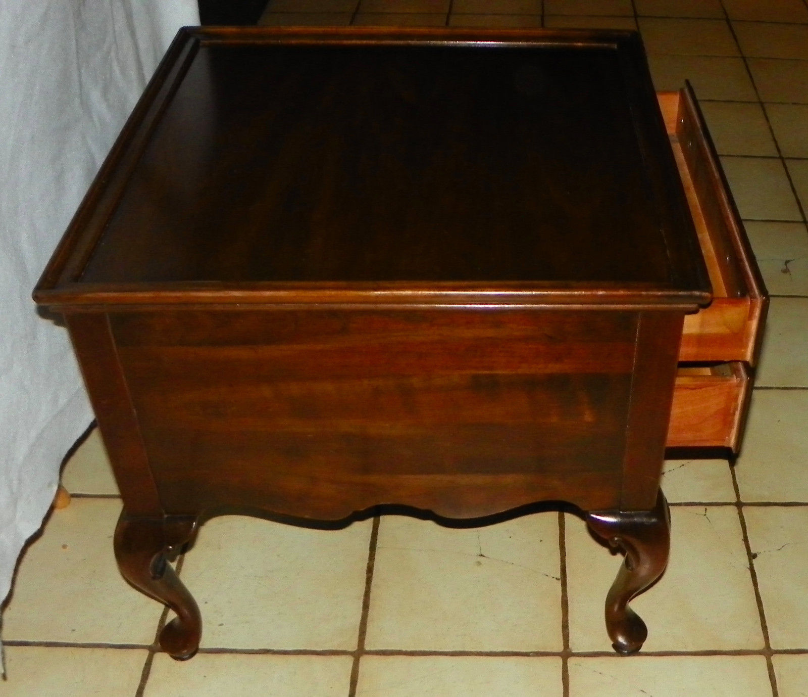 Ethan Allen Coffee Table With Drawers: Cherry Ethan Allen End Table / Side Table With Drawer