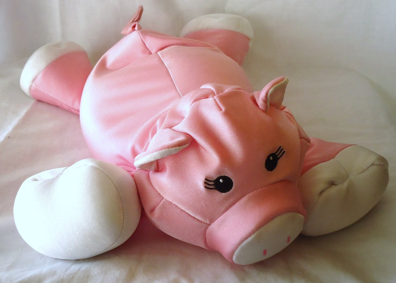 Moshi Pig Brentwood Microbead Pillow Stuffed Animal Pink Piggy Eyelashes girl