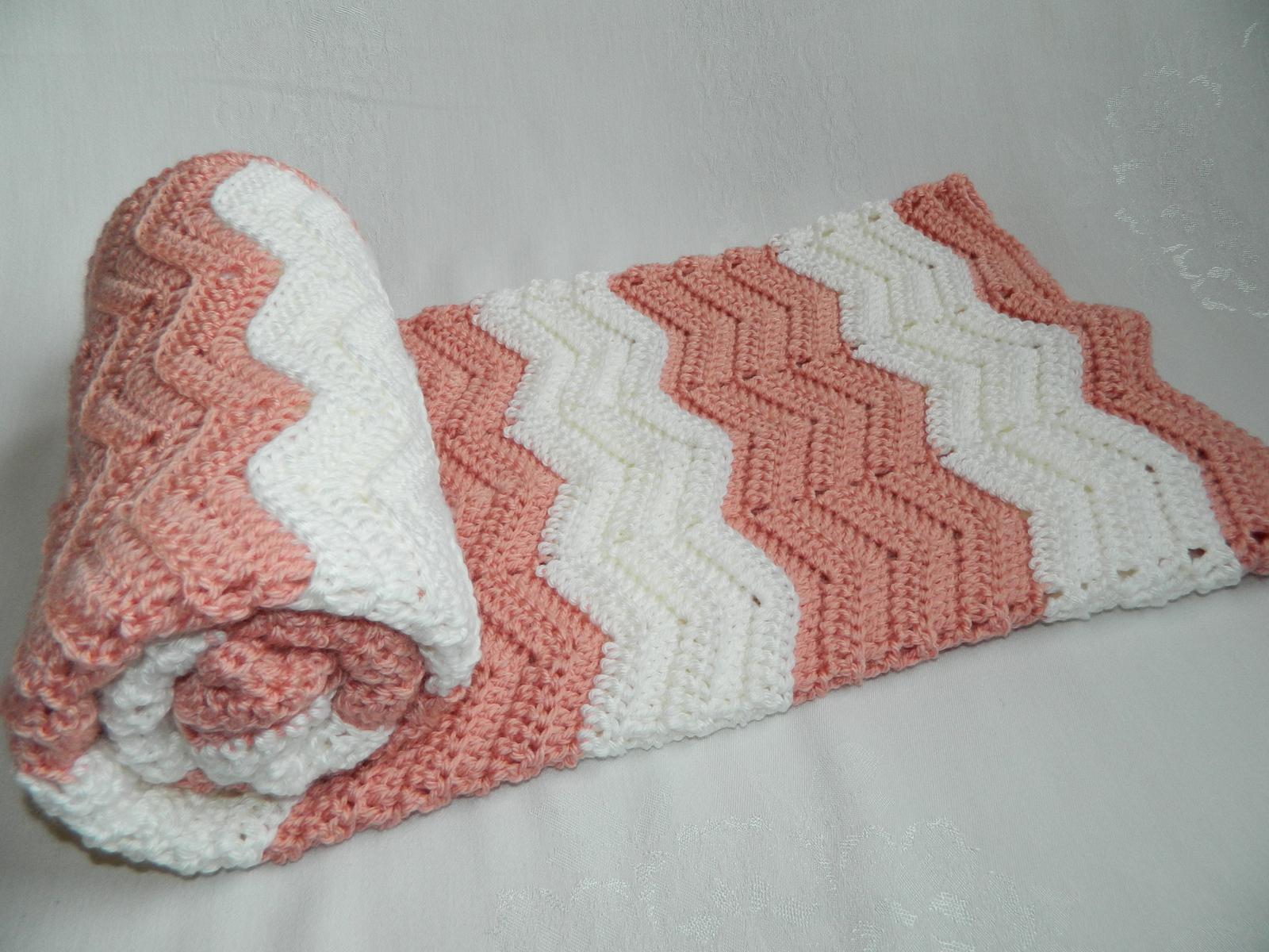wavy ripple crib blanket afghan soft peach white bernat softee baby yarn 33 x 40