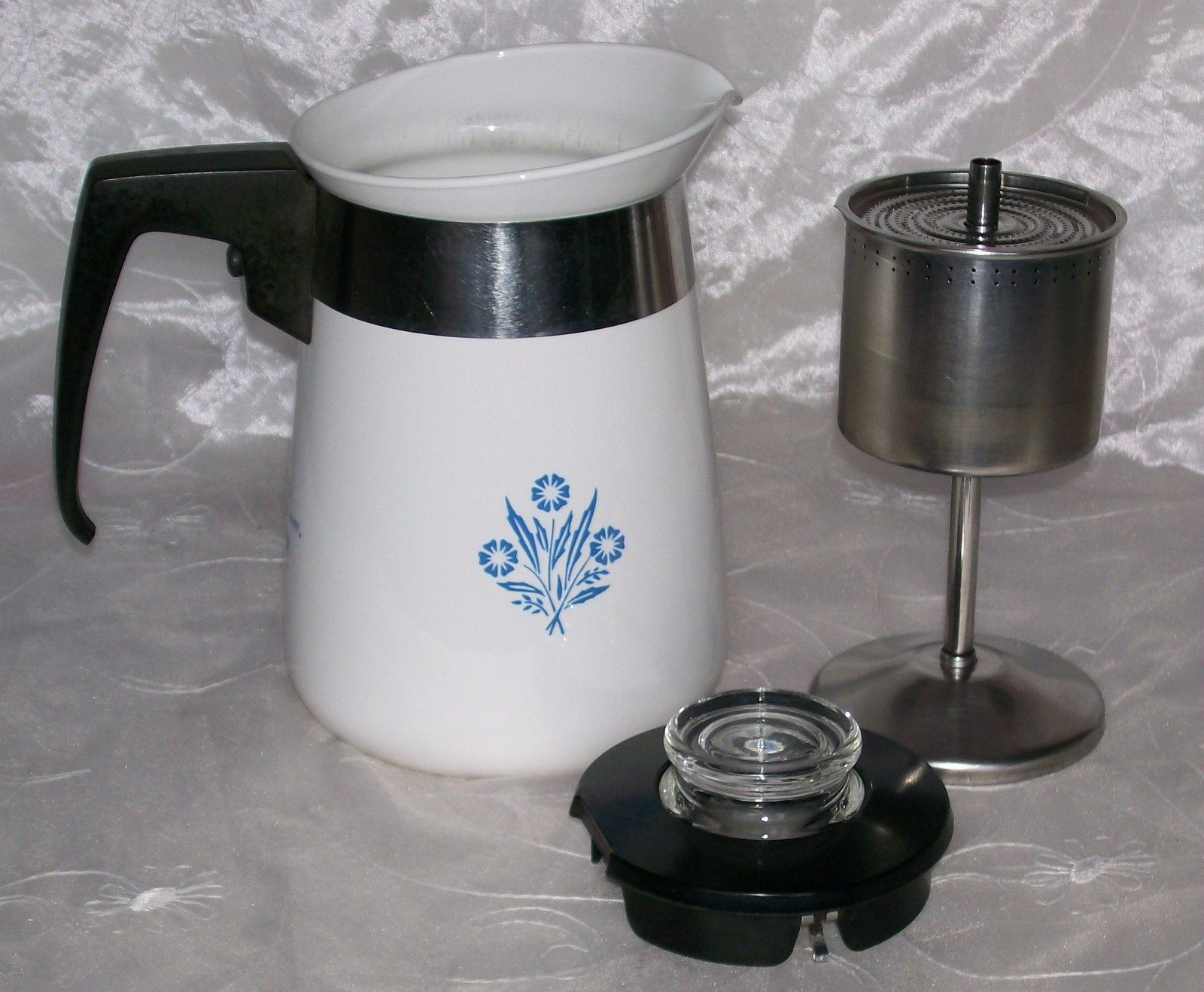 Vintage corning blue cornflower stove top 4 cup coffee pot for Best coffee percolator