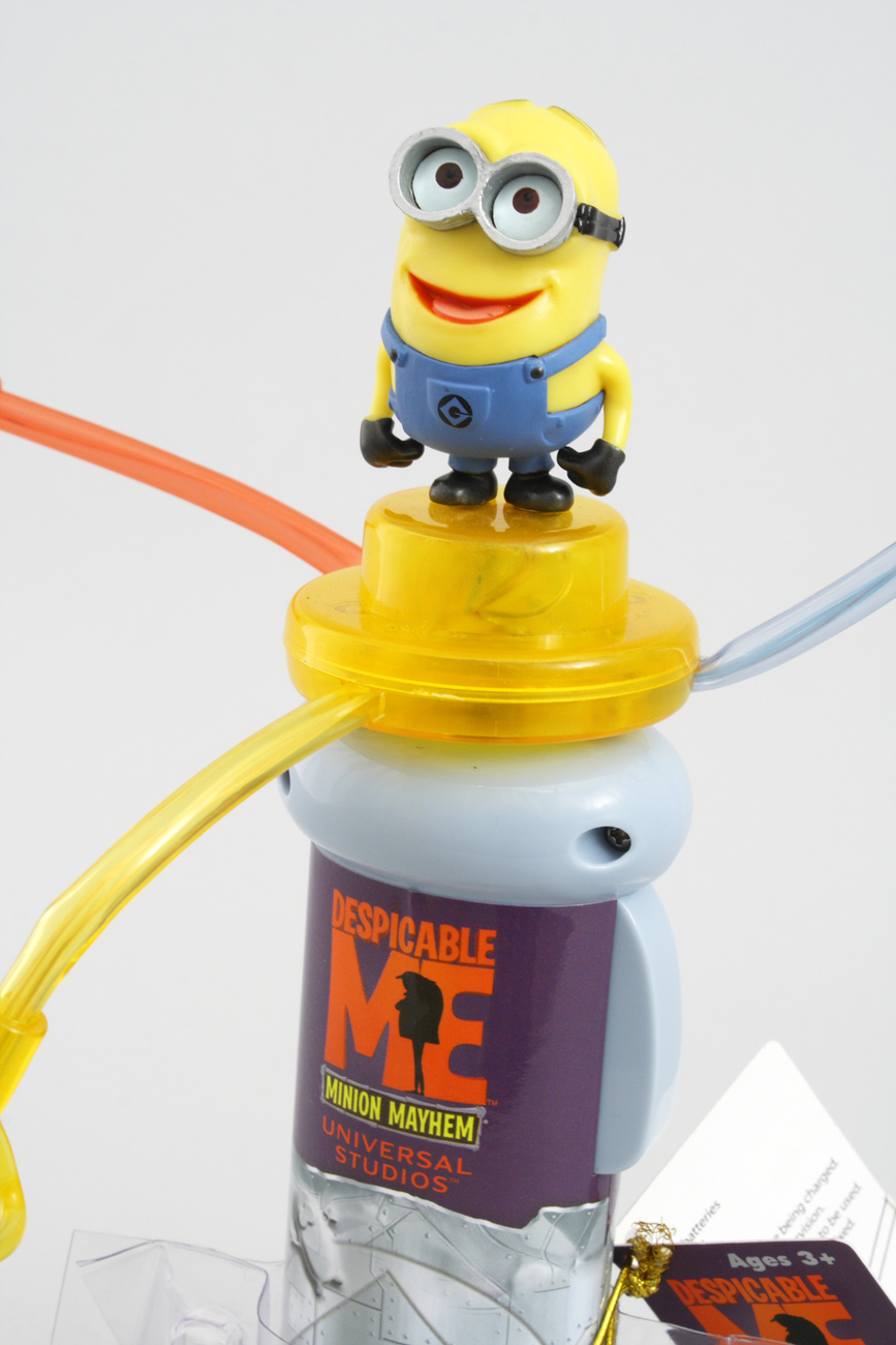 despicable me spinning light up toy with pvc dave figure minion mayhem. Black Bedroom Furniture Sets. Home Design Ideas