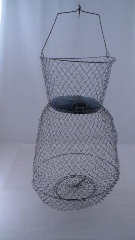 Guc vintage floating 21 tall wire mesh fish basket w for Fish wire basket